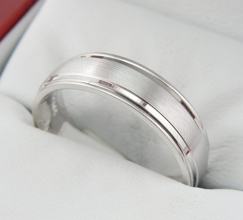 luxury wedding band